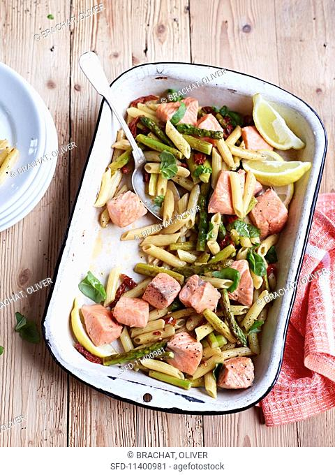 Pasta with marinated salmon and vegetables
