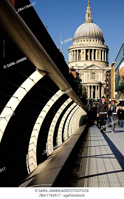 Millenium Bridge and St Paul's Cathedral, London, England, UK, Europe