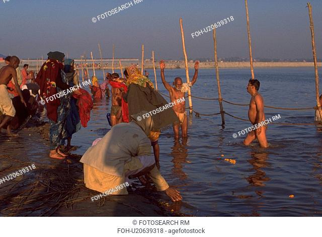 ganges, hindu, bathing, worhsipers, peasant, water