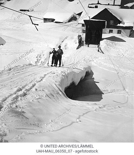 Im Winterurlaub im Arlberger Land, Österreich 1930er Jahre. Winter vacation at the Arlberg area, Austria 1930s