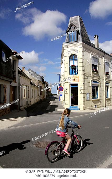 person riding bike in crotoy france