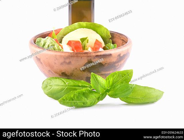 Mozzarella Gericht auf weiss - Mozzarella dish on white background