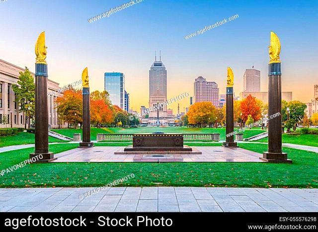 Indianapolis, Indiana, USA monuments and downtown skyline at dusk