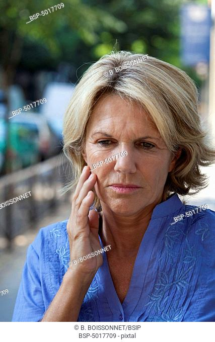 ELDERLY PERSON WITH A TOOTHACHE Model