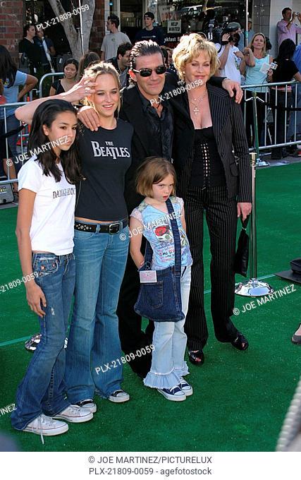 Shrek 2 Premiere 5/08/2004 Antonio Banderas, Melanie Griffith and children Stella Banderas and Dakota Johnson Photo by Joe Martinez