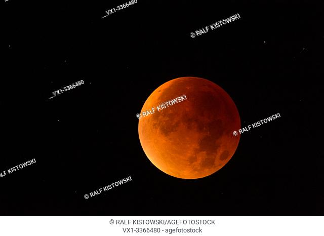 Lunar Eclipse, Red supermoon, Blood moon / Blutmond, red orange full moon with sparkling stars, 28th September 2015