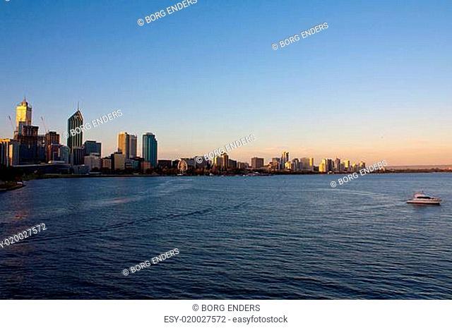 Perth Skyline am Abend