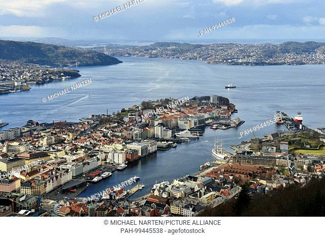 View from the mountain Floyen to the city centre of Bergen with the peninsula Nordnes surrounded by water, 1 March 2017 | usage worldwide