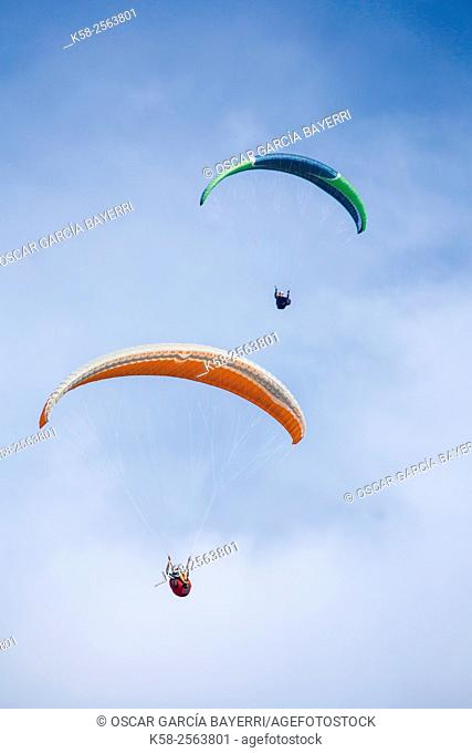 Paragliders flying in the Montsec in Lleida