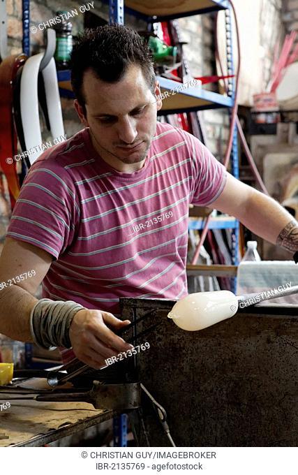 Stefano Mini, glassblower maestro, Voltolina-Murano-Lab factory, art glass factory, Murano, Venice, Venetia, Italy, Europe