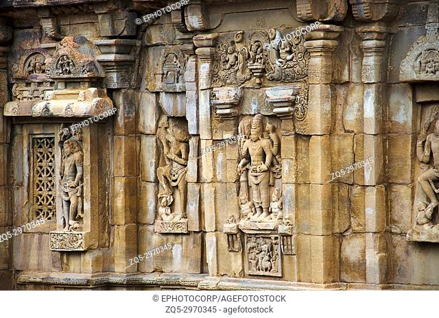 Carving details on the outer wall of the temple, Pattadakal temple complex, UNESCO World Heritage site Karnataka, India