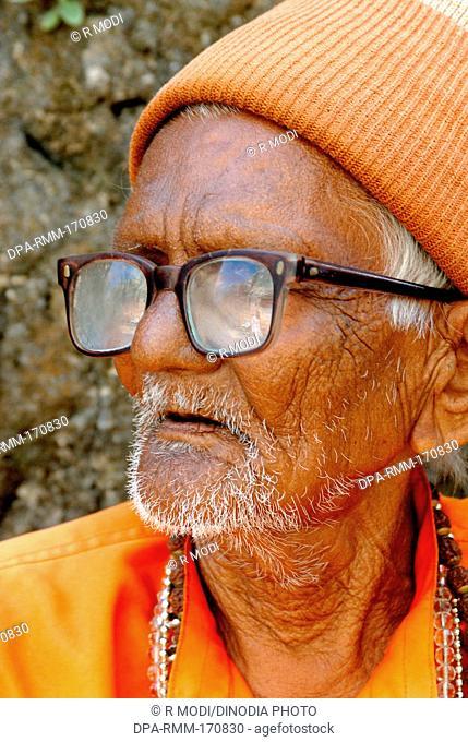 Indian old man glasses saffron cap Amreli Saurashtra Gujarat India MR#781B