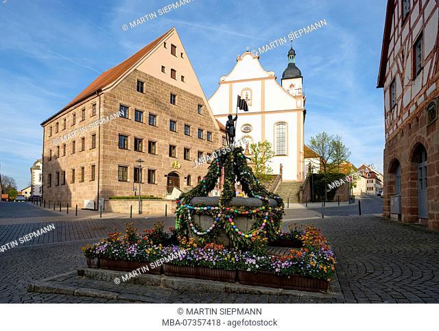 Osterbrunnen, Marktbrunnen, palatinate residence and parish church St. John the Baptist, Hilpoltstein, Franconian Lake District, Central Franconia, Franconia