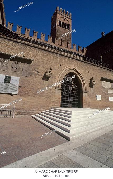 Italy, Emilia Romagna, Bologna. Piazza Maggiore,Podestà palace