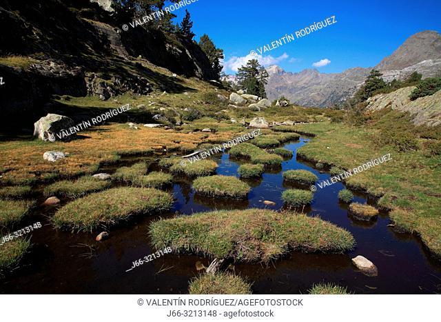 Landscape from El Hospital, La Besurta to Forau d'Aiguallut. Natural park Posets - Maladeta. Huesca. Spain