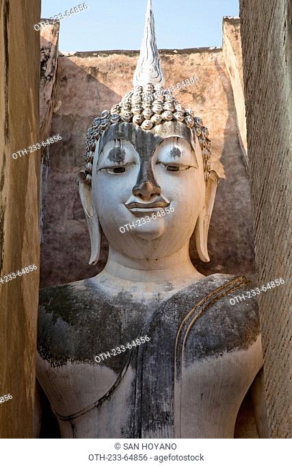 The massive seated buddha, serenity at Wat Si Chum, Sukhothai historical park, Sukhothai, Thailand