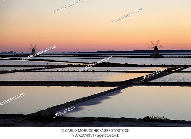 Salt ponds and the picturesque windmills at the Stagnone lagoon, Marsala, Sicily, Italy, Europe