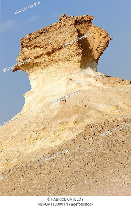 Qatar - Around Zekreet - Limestone escarpments in the desert