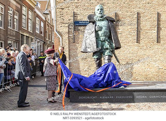DORDRECHT - Princess Beatrix unveils a statue of Willem van Oranje. The Prince William the First Remembrance Foundation donated the statue to the city of...