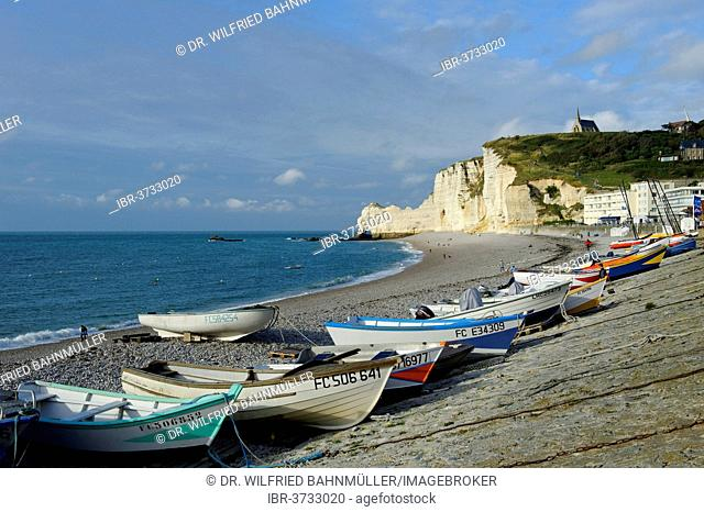 Fishing boats on a beach with white cliffs, Étretat, Département Seine-Maritime, Upper Normandy, France