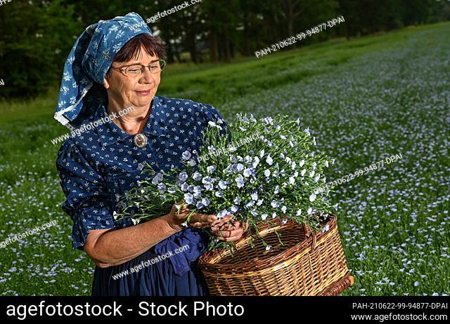 22 June 2021, Brandenburg, Dürrenhofe: Gisela Christl (Spreewald Christl) stands in Sorbian-Wendish working costume on the sidelines of a press conference on...