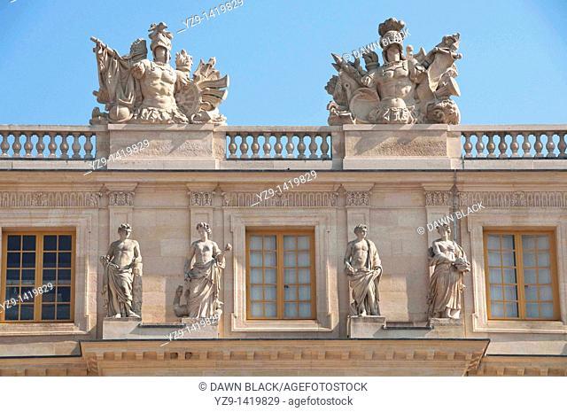 Versailles Sculptural Detail Garden Facade