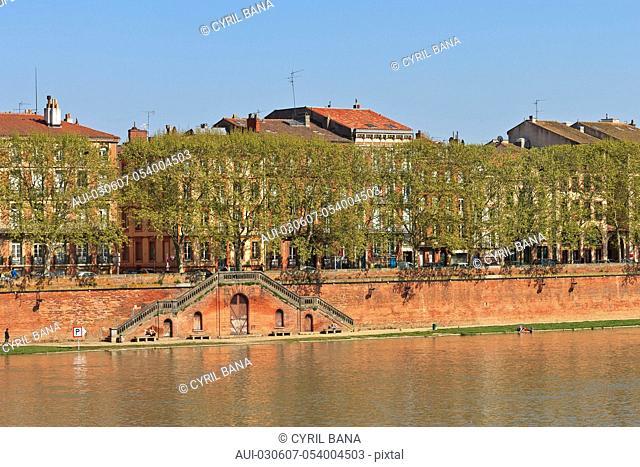 France, Toulouse, [Garonne river banks][urban scenery]