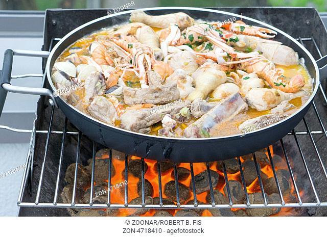 Zubereitung einer traditionellen spanischen Paella, Foto: Robert B. Fishman, ecomedia, 3.5.2013