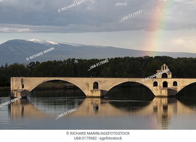 France, Vaucluse, Avignon, Saint Benezet Bridge, 12th century, listed as World Heritage by UNESCO, Rhone River, Ventoux mountain