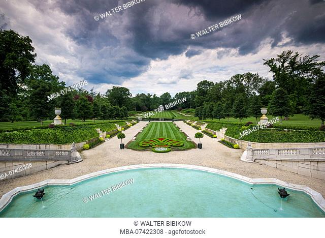 USA, Delaware, Wilmington, Nemours Estate, former home of industrialist Alfred I. DuPont and family, French Gardens, Sunken Gardens from the Colonade