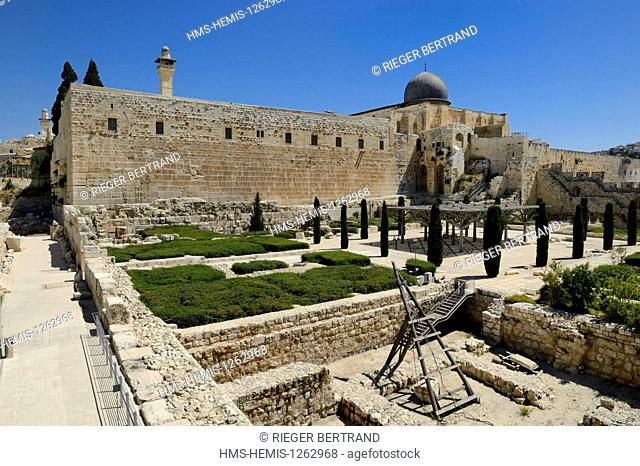 Israel, Jerusalem, holy city, the old town listed as World Heritage by UNESCO, the Temple Mount seen from the Davidson Center