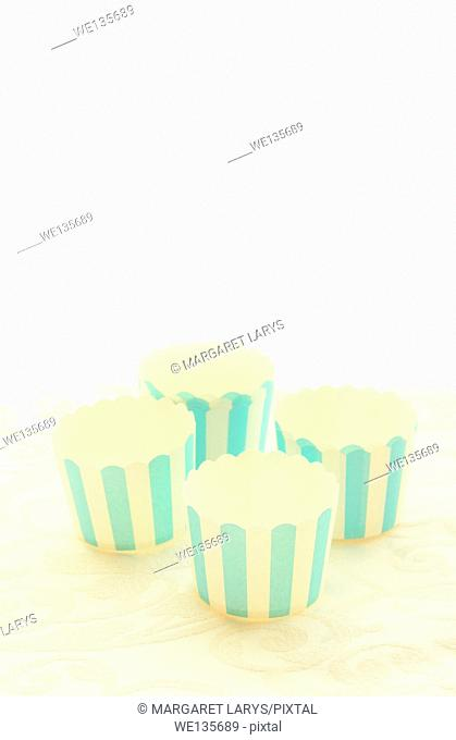 Emepty round muffin cups, blue stripes