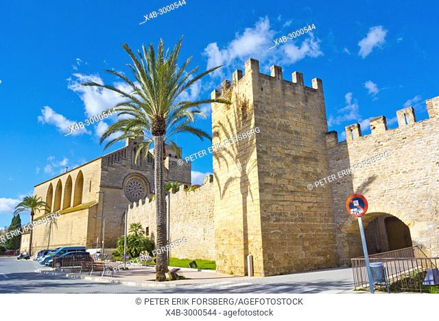 Medieval defensive walls and Sant Jaume, church of Saint James, Alcudia, Mallorca, Balearic islands, Spain