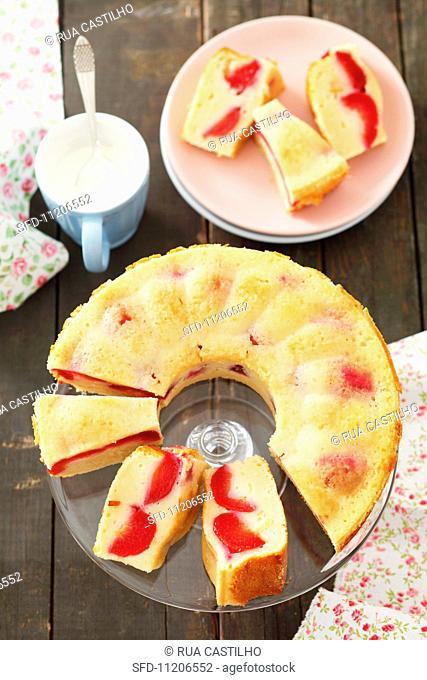 Yoghurt cake with plums