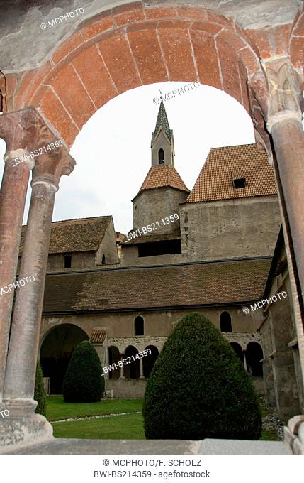 cross-coat, arcades, Church of Our Lady, Italy, Trentino-Suedtirol, Brixen