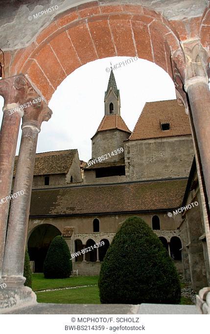 cross-coat, arcades, Church of Our Lady, Italy, Trentino-Suedtirol, Brixen