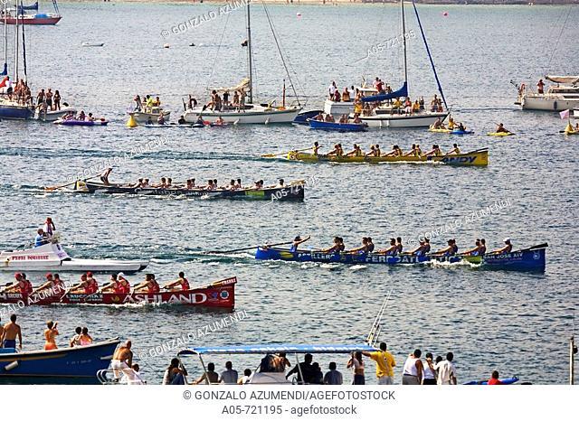 Boat race at La Concha, San Sebastian. Guipuzcoa, Basque Country, Spain