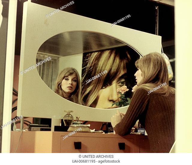 HO! Ho France/Italy 1968 Robert Enrico JOANNA SHIMKUS as Benedicte (look in the mirror) Regie: Robert Enrico aka. Ho / HO! France/Italy 1968