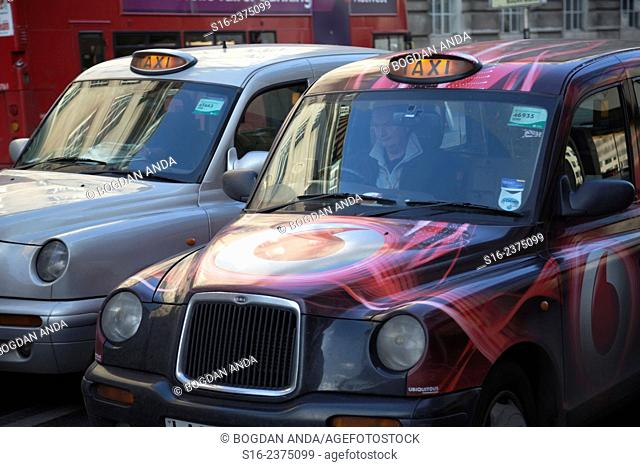 London - Taxis in downtown