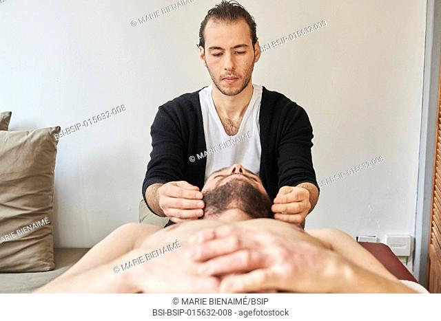 Reportage in a Chinese medicine practice in Lyon, France. Tui Na massage session