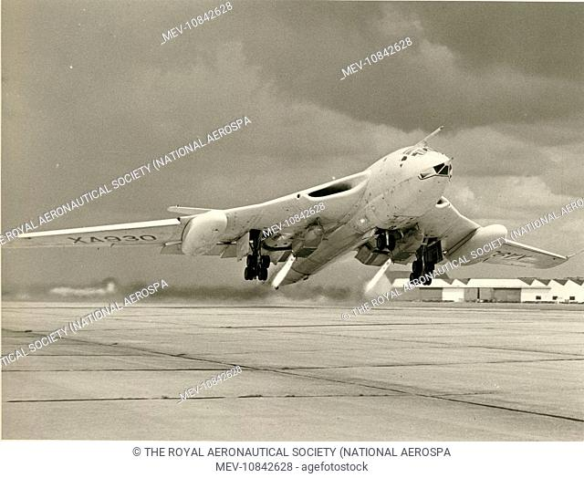 Handley Page Victor B1, XA930, taking off from Hatfield on 14 July 1960 at 190, 000lb all-up weight assisted by de Havilland Spectre rockets