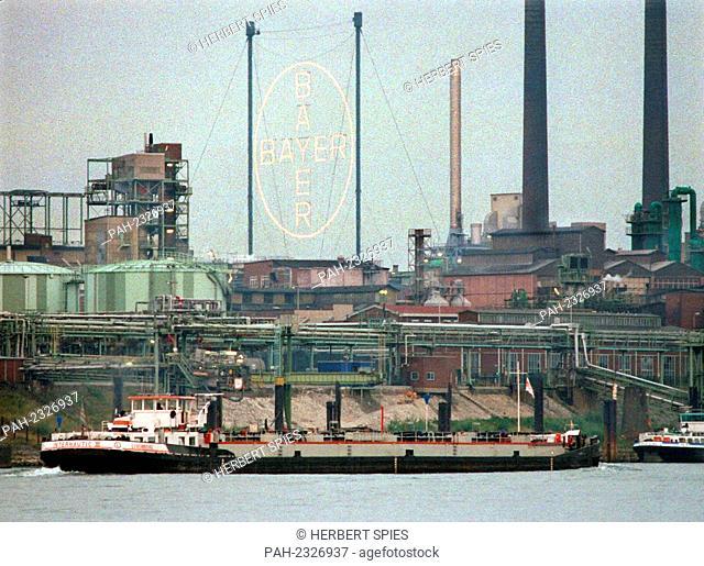 The Bayer plant in Leverkusen, taken on 18 August 1998 seen from the Kolner Rheinufer.   usage worldwide. - Cologne/Nordrhein-Westfalen/Deutschland
