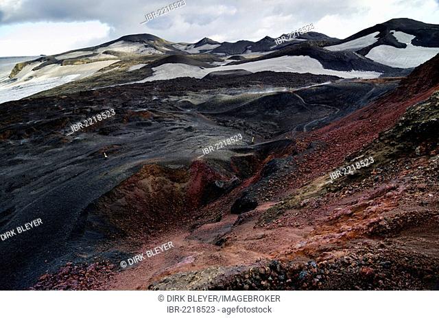 On Fimmvoerðuháls volcano, view of an extinct crater, hiking trail to the Fimmvoerðuháls, Fimmvoerduhals plateau, Suðurland, Sudurland, Southern Iceland, Europe