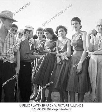 Young spectators, Barranquilla (Atlantico), Colombia, 1958.   usage worldwide. - Barranquilla (Atlantico)/Colombia