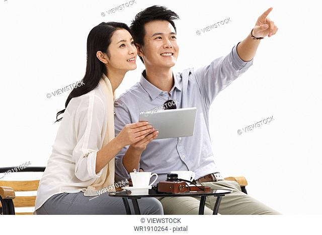 Young lovers in the use of the tablet computer