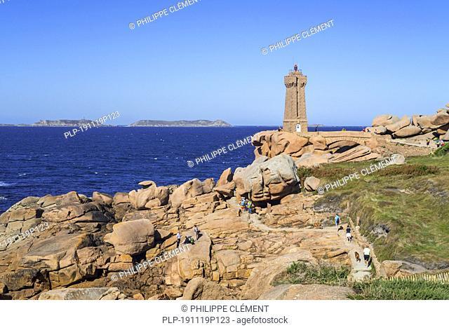 The Pors Kamor lighthouse along the Côte de granit rose / Pink Granite Coast at Ploumanac'h, Perros-Guirec, Côtes-d'Armor, Brittany, France