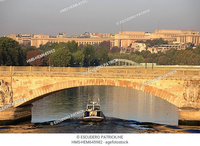 France, Paris, the Seine river banks, listed as World Heritage by UNESCO, Pont des Invalides Invalides bridge and view over the Palais de Chaillot in the...