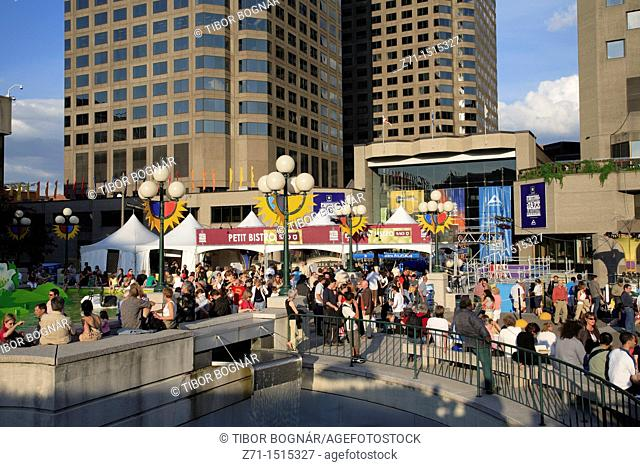 Canada, Quebec, Montreal, downtown, Jazz Festival scene, crowd