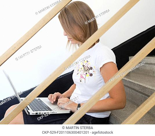 young woman, girl, computer, laptop, notebook CTK Photo/Martin Sterba *, MR*