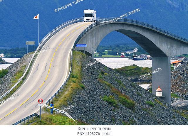 Europe, Norway, Atlantic Ocean Road. Storseisundet Bridge